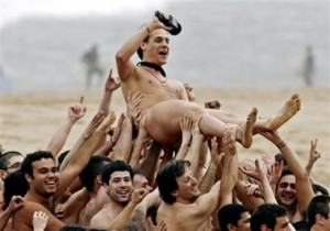 Crowd surf Naked
